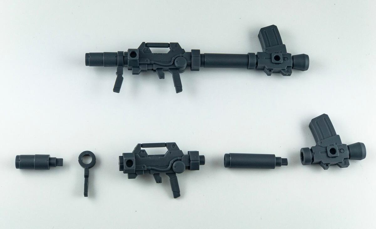 一張含有 武器, 桌, 坐, 大 的圖片 自動產生的描述
